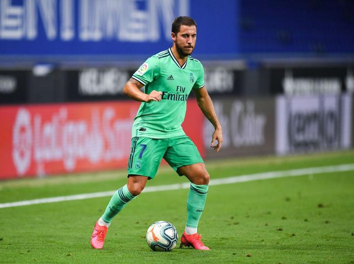 BARCELONA, SPAIN - JUNE 28: Eden Hazard of Real Madrid CF runs with the ball during the Liga match between RCD Espanyol and Real Madrid CF at RCDE Stadium on June 28, 2020 in Barcelona, Spain. (Photo by David Ramos/Getty Images)