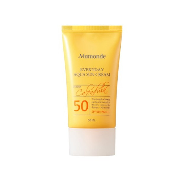Produk ini bersifat melembapkan dan membuat kulit terasa lembut.