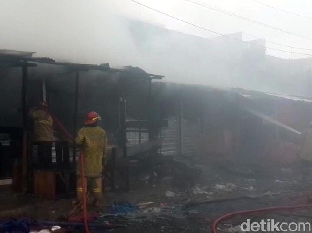 Diduga Korsleting Listrik, Pasar Penampungan di Cibadak Sukabumi Terbakar