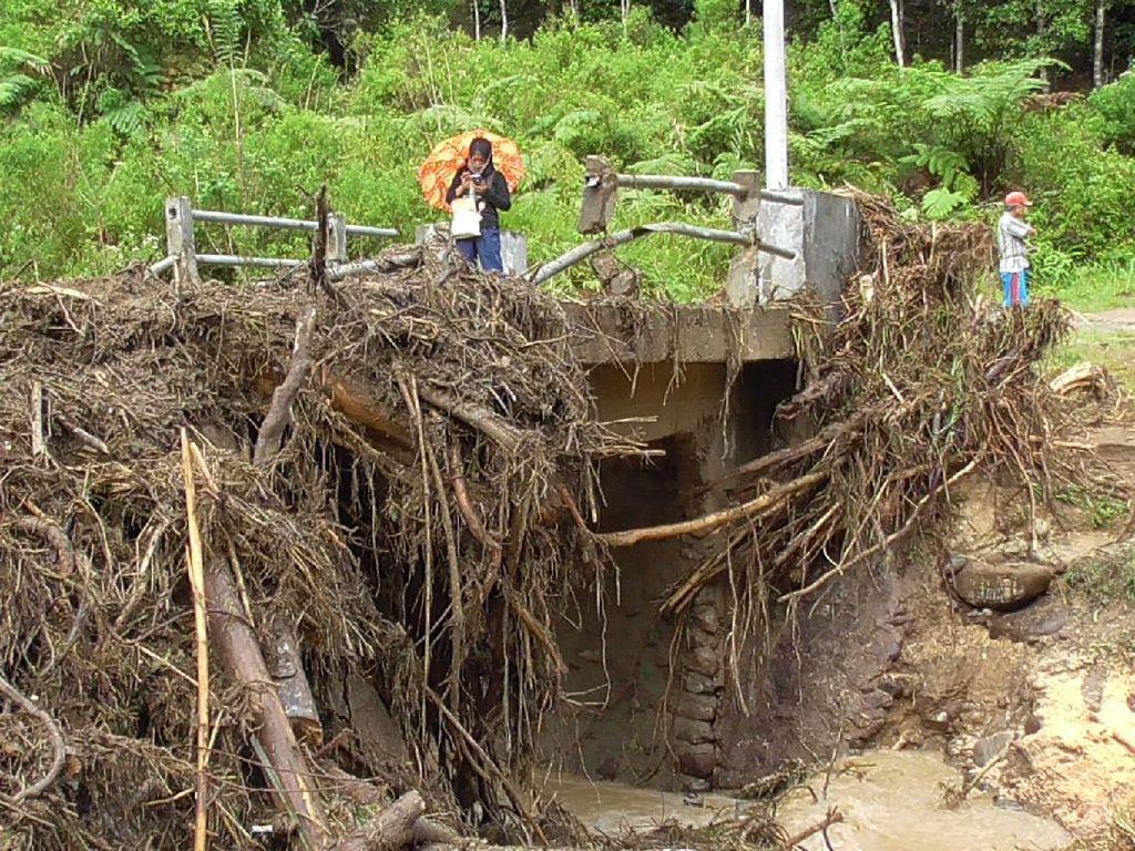 Video: 3 Dusun di Mamasa Sulbar Terisolasi Usai Diterjang Banjir-Longsor