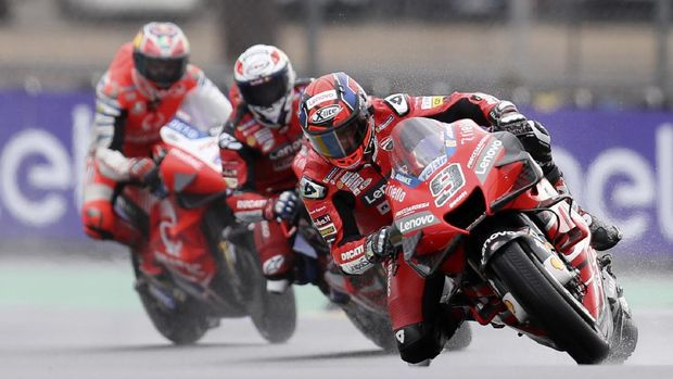 Italian rider Danilo Petrucci of the Ducati Team steers his motorcycle followed by Italian rider Andrea Dovizioso of the Ducati Team and Australian rider Jack Miller of the Pramac Racing during the MotoGP race of the French Motorcycle Grand Prix at the Le Mans racetrack, in Le Mans, France, Sunday, Oct. 11, 2020. (AP Photo/David Vincent)