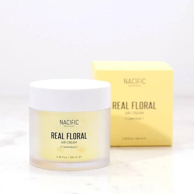 Produk ini memberikan nutrisi terbaik pada kulit sehingga sangat cocok untuk melembapkan kulit.