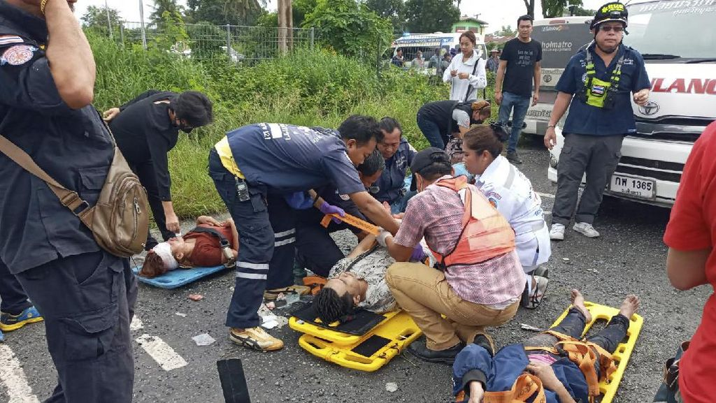 Korban Kecelakaan Maut yang Tewaskan 17 Orang di Thailand  Dievakuasi