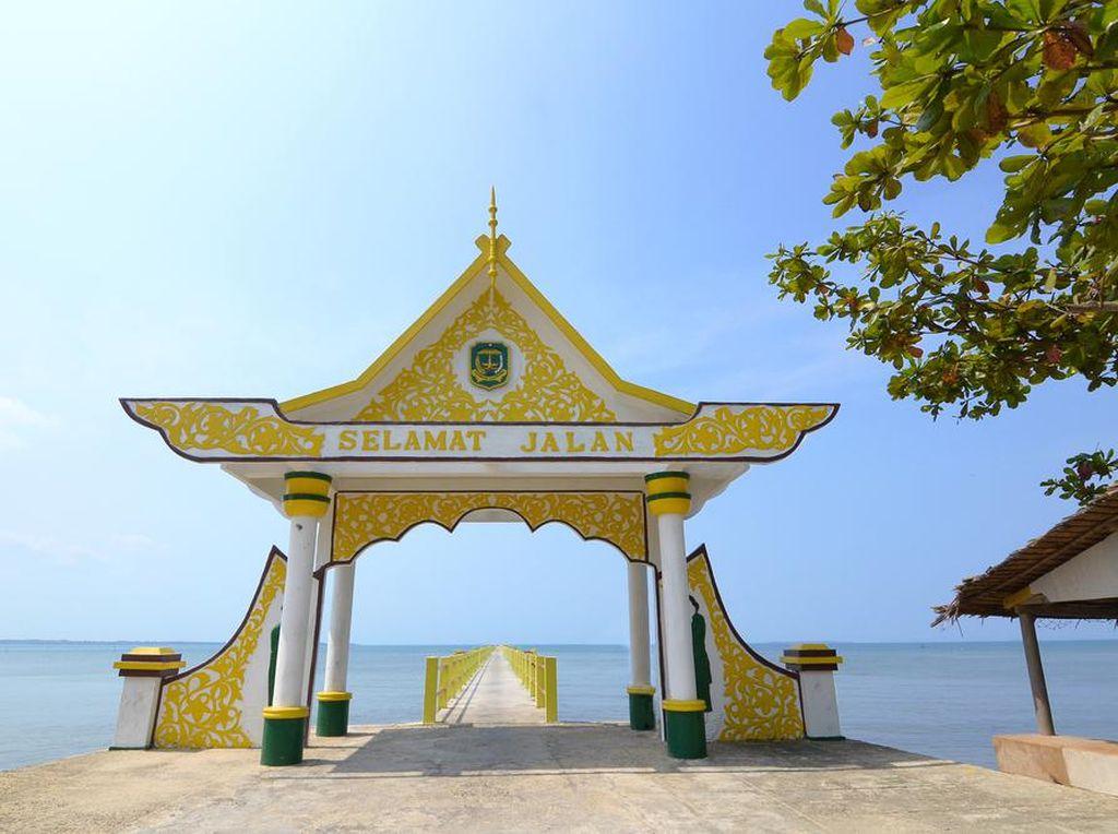 Pulau Kecil Tempat Lahirnya Bahasa Indonesia dan Jakarta PSBB Transisi