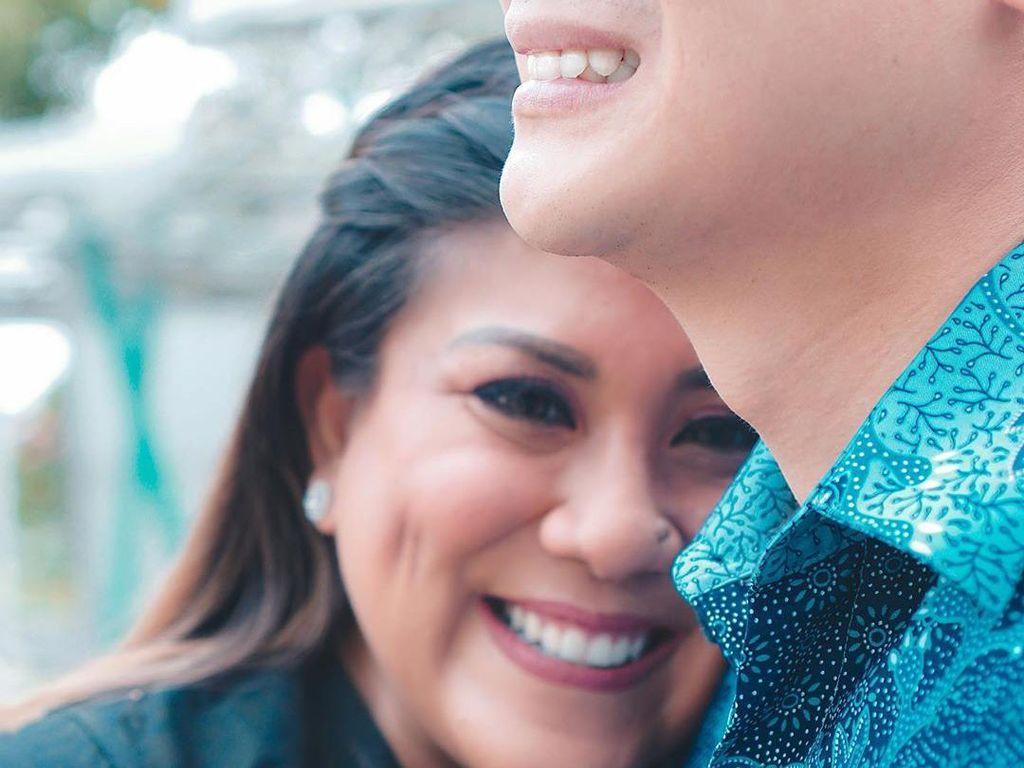 Regina Idol Resmi Tunangan dengan Lucky Jayadi