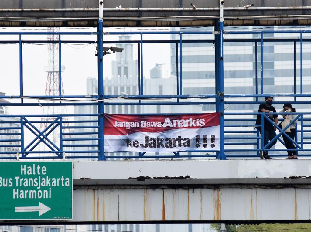 Spanduk Imbauan Tolak Anarkisme Mejeng di Jakarta