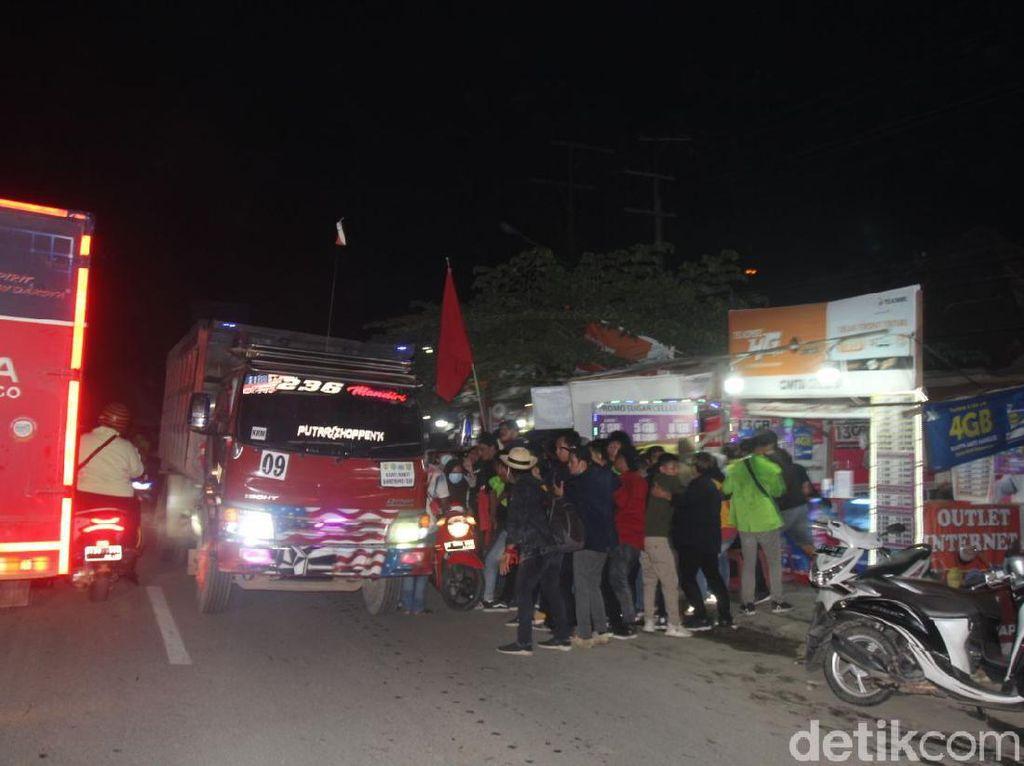 Wagub Kaltim Dilempari Batu, Demo Mahasiswa Tolak Omnibus Law Dibubarkan