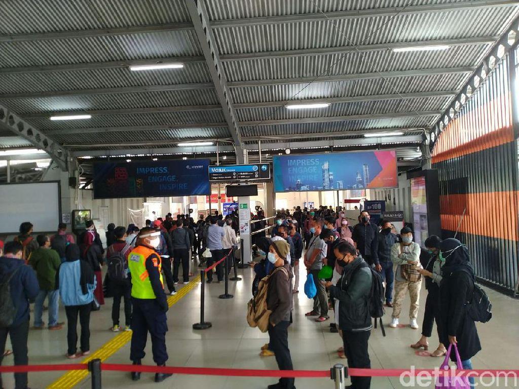 VIdeo Penumpang di Stasiun Bogor Jalani Rapid Test Acak