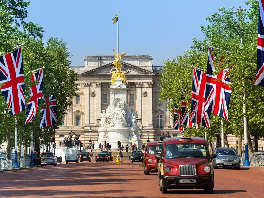 Traveler, Ratu Inggris Cari Pembantu Digaji Rp 367 Juta