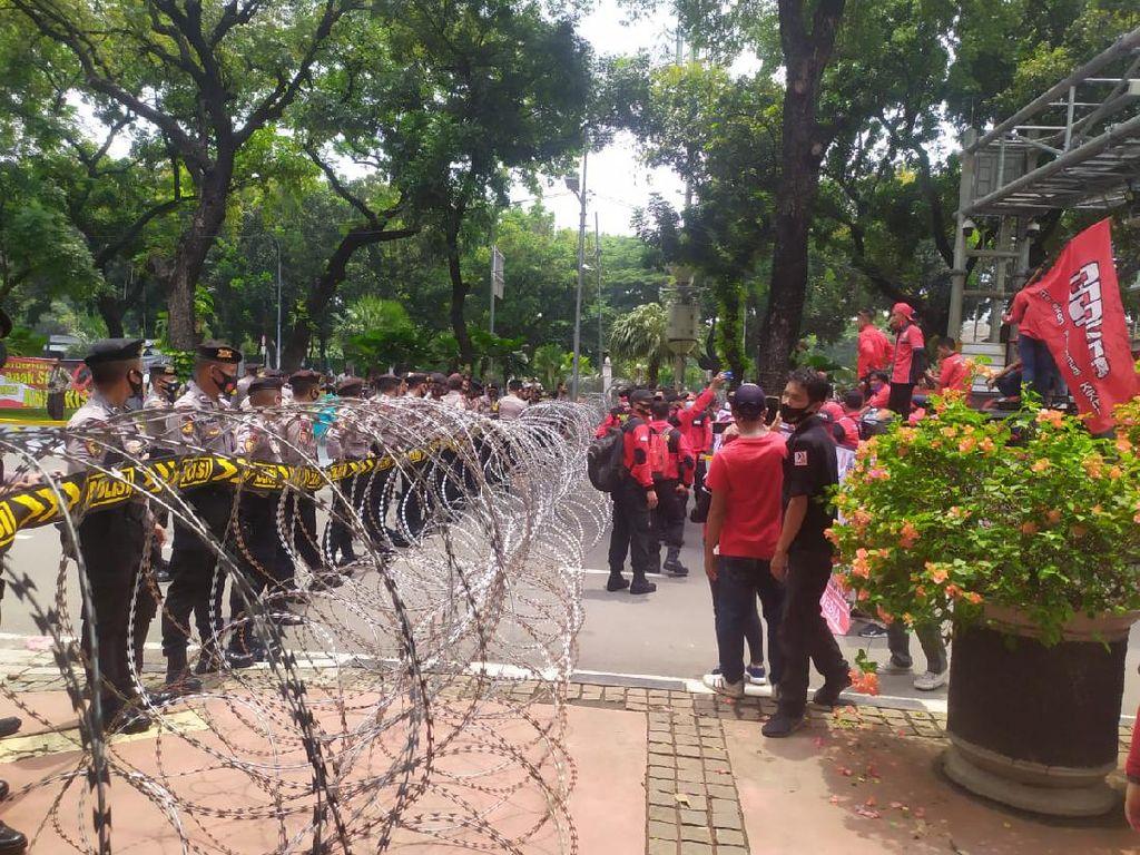 Dicegat ke Istana, KSBI: UU Cipta Kerja Degradasi Hak-hak Buruh