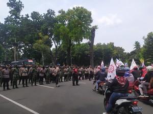 Tinggalkan Jl Medan Merdeka Barat, Massa KSBSI Menuju Balai Kota DKI