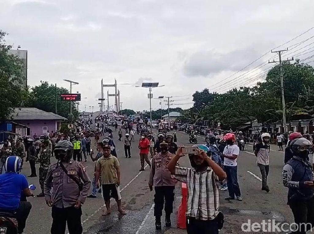 Demo Tolak Omnibus Law di Ambon Berujung Ricuh, 2 Mahasiswa Diamankan