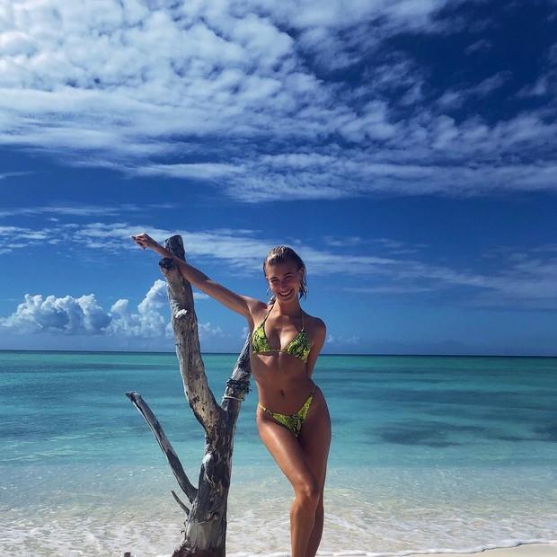 Hailey Bieber memiliki cara yang aneh untuk merawat kulitnya, model tersebut menggunakan air asin untuk menjaga kulitnya agar tetap sehat.