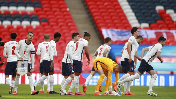 England players prepare to start the UEFA Nations League soccer match between England and Belgium at Wembley stadium in London, Sunday, Oct. 11, 2020. (AP Photo/Ian Walton, Pool)
