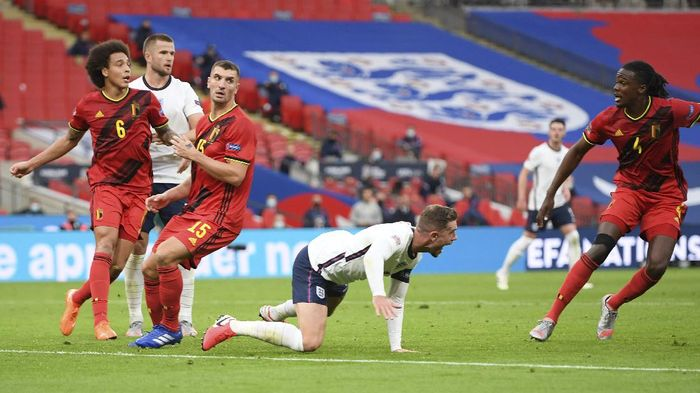 Englands Jordan Henderson, center, reacts as he is bundled over and for which he was awarded a penalty during the UEFA Nations League soccer match between England and Belgium at Wembley stadium in London, Sunday, Oct. 11, 2020. (Michael Regan/Pool via AP)