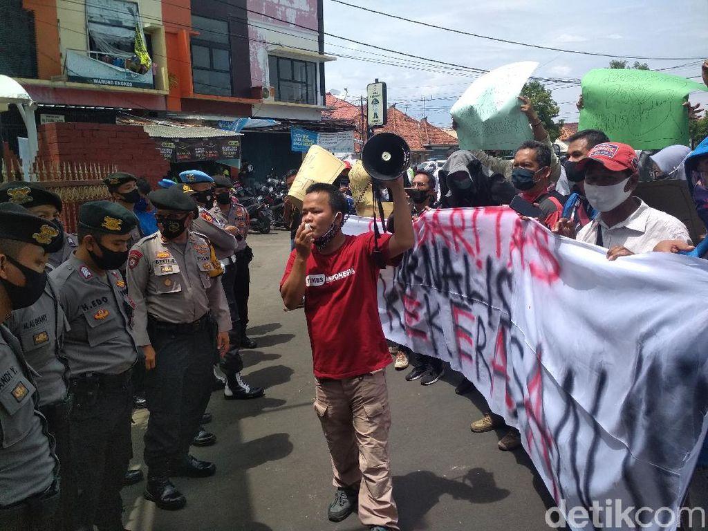 Demo di Depan Markas Polisi, Jurnalis Cirebon Kecam Tindakan Represif Aparat