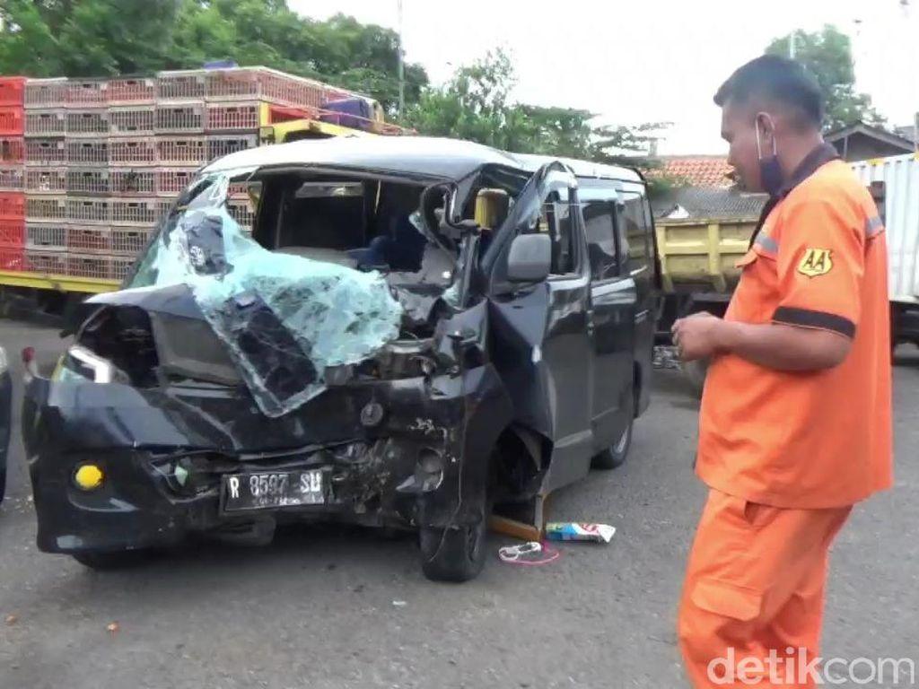 3 Orang Tewas di Tol Cikampek, Polisi: Mobil Diduga Travel Gelap
