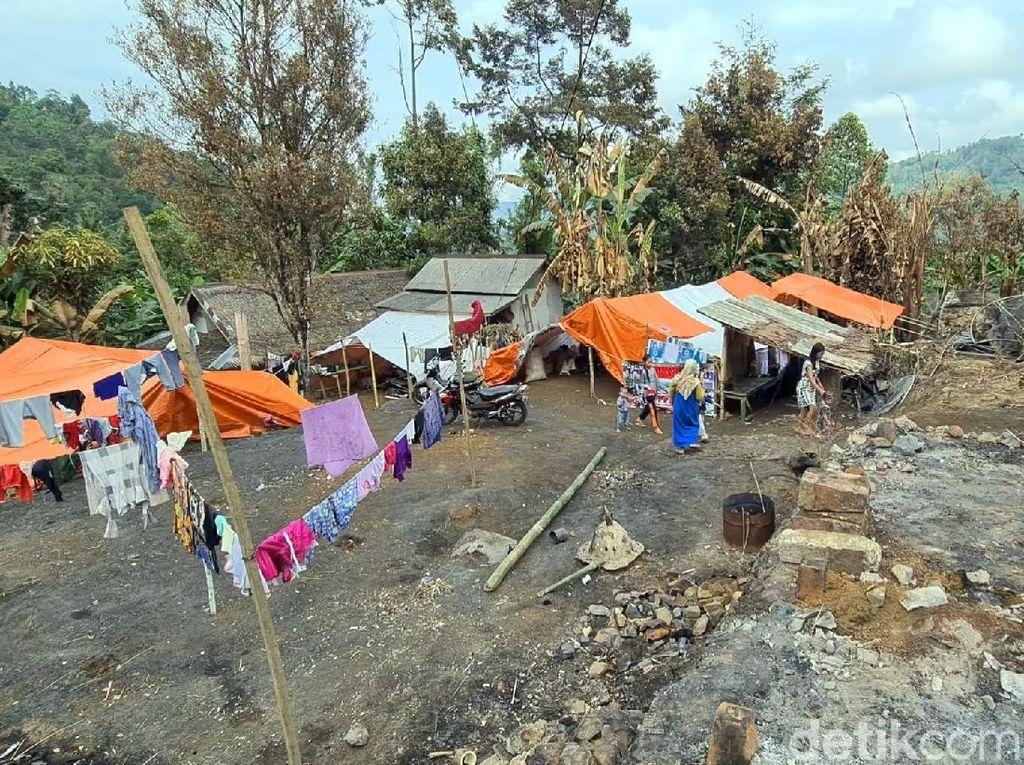 21 KK Korban Kebakaran di Kampung Adat Cengkuk Sukabumi Tinggal di Tenda