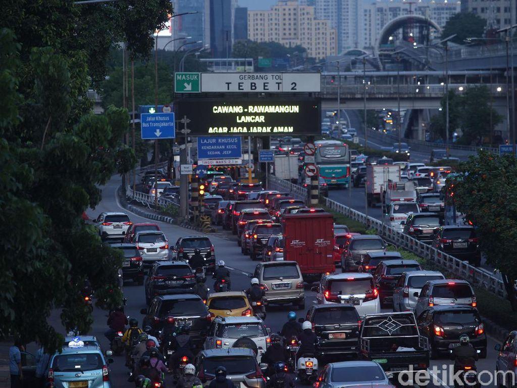 Macet Tahun Lalu, Warga Jakarta Habiskan 5 Hari 6 Jam di Jalan