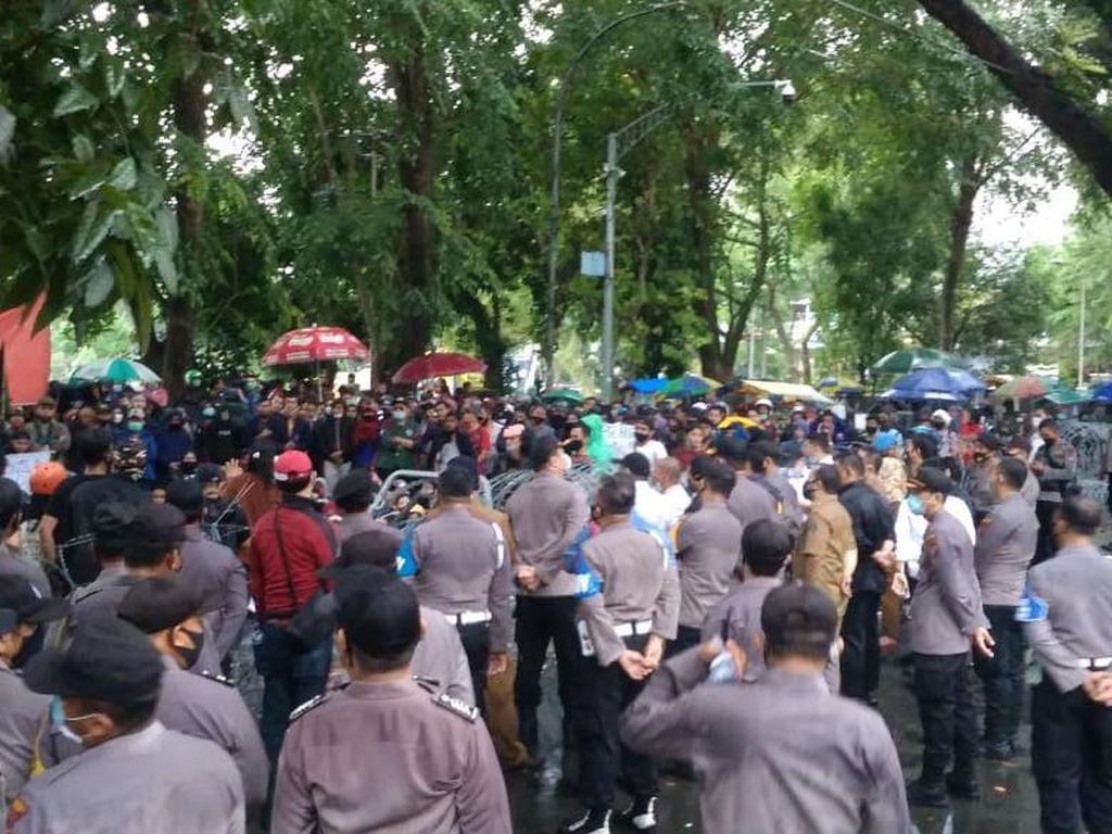 Video Detik-detik Penangkapan Ketua KAMI Medan Terkait Demo Ricuh