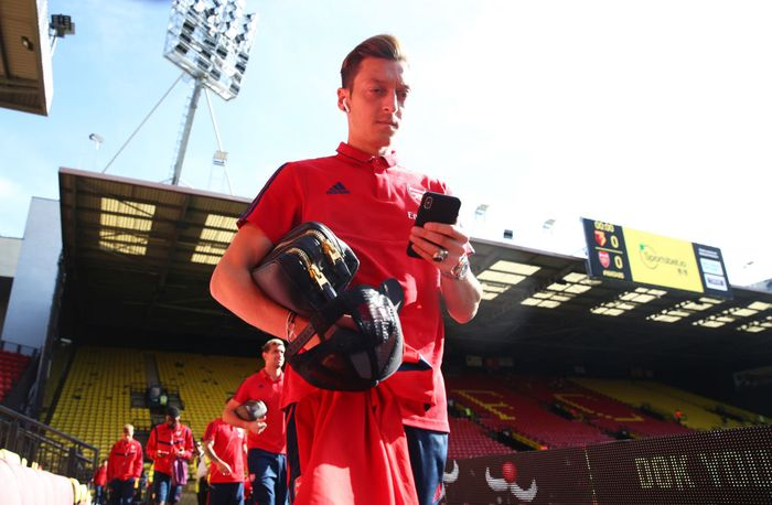 WATFORD, ENGLAND - SEPTEMBER 15:  Mesut Ozil of Arsenal arrives prior to the Premier League match between Watford FC and Arsenal FC at Vicarage Road on September 15, 2019 in Watford, United Kingdom. (Photo by Julian Finney/Getty Images)