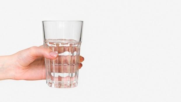 Karena buang air kecil setelah berguling-guling di atas jerami adalah ide yang bagus, jangan lupa minum air.