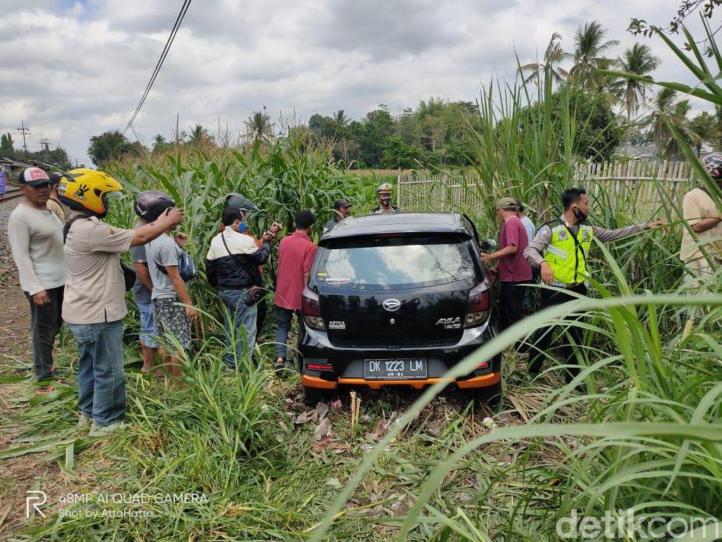 Sempat Keluar Sebelum Mobil Tertabrak Kereta Api, Satu Keluarga Selamat