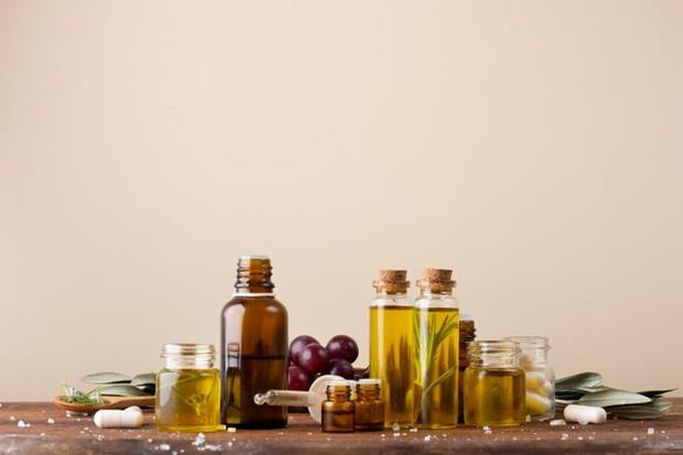Grapeseed oil dapat digunakan dengan berbagai cara, salah satu cara yang paling sering digunakan adalah sebagai pelembap.