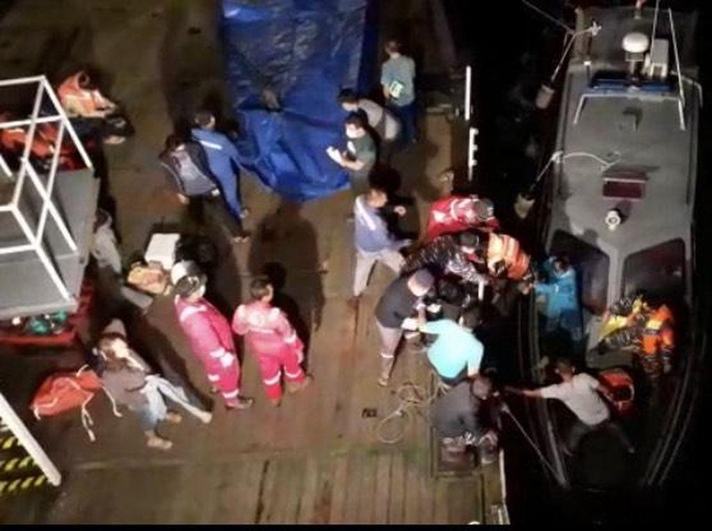 Video Evakuasi Penumpang KMP Mutiara Pertiwi III yang Kandas di Babel