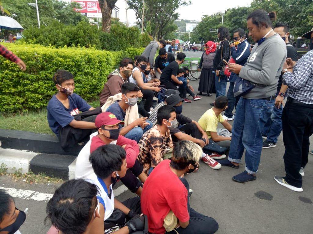Polisi Amankan 25 ABG yang Berniat Ikut Demo Buruh di Semarang
