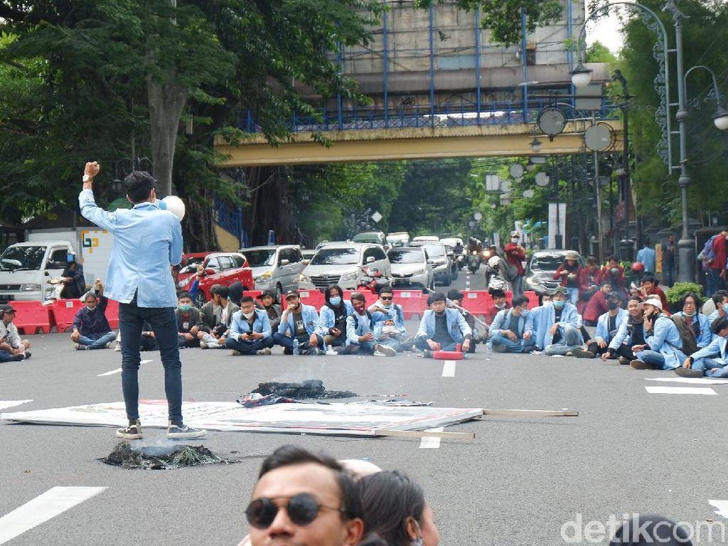 Puisi Tentang Omnibus Law, Viral dan Kritik Wakil Rakyat