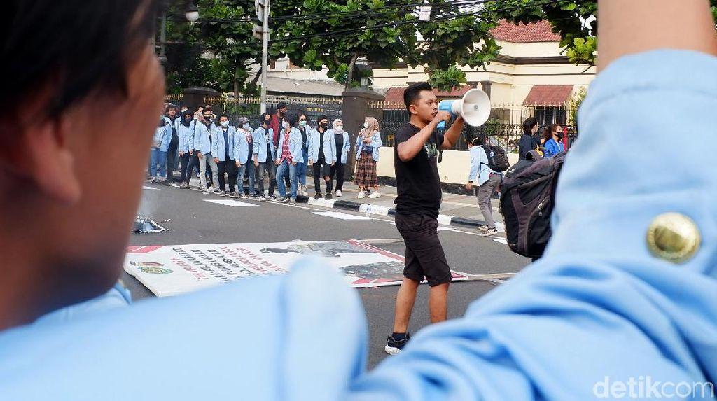 Polrestabes Bandung Digeruduk Mahasiswa, Ada Apa?