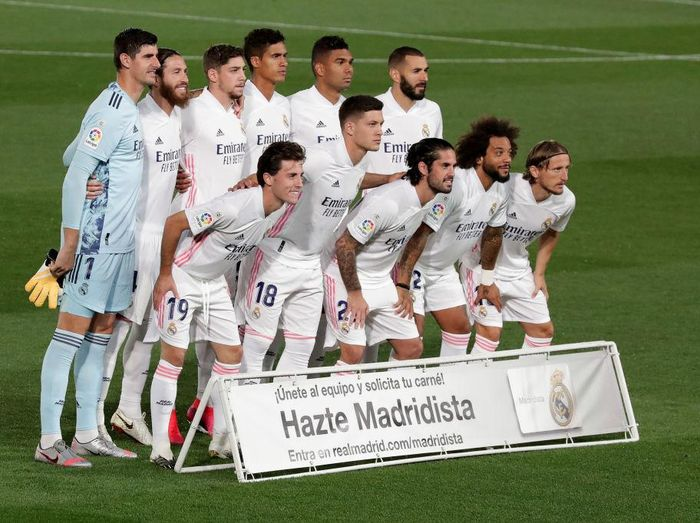 MADRID, SPAIN - SEPTEMBER 30: The Real Madrid team pose for a team photo prior to the La Liga Santander match between Real Madrid and Real Valladolid CF at Estadio Santiago Bernabeu on September 30, 2020 in Madrid, Spain. Football Stadiums around Europe remain empty due to the Coronavirus Pandemic as Government social distancing laws prohibit fans inside venues resulting in fixtures being played behind closed doors. (Photo by Gonzalo Arroyo Moreno/Getty Images)