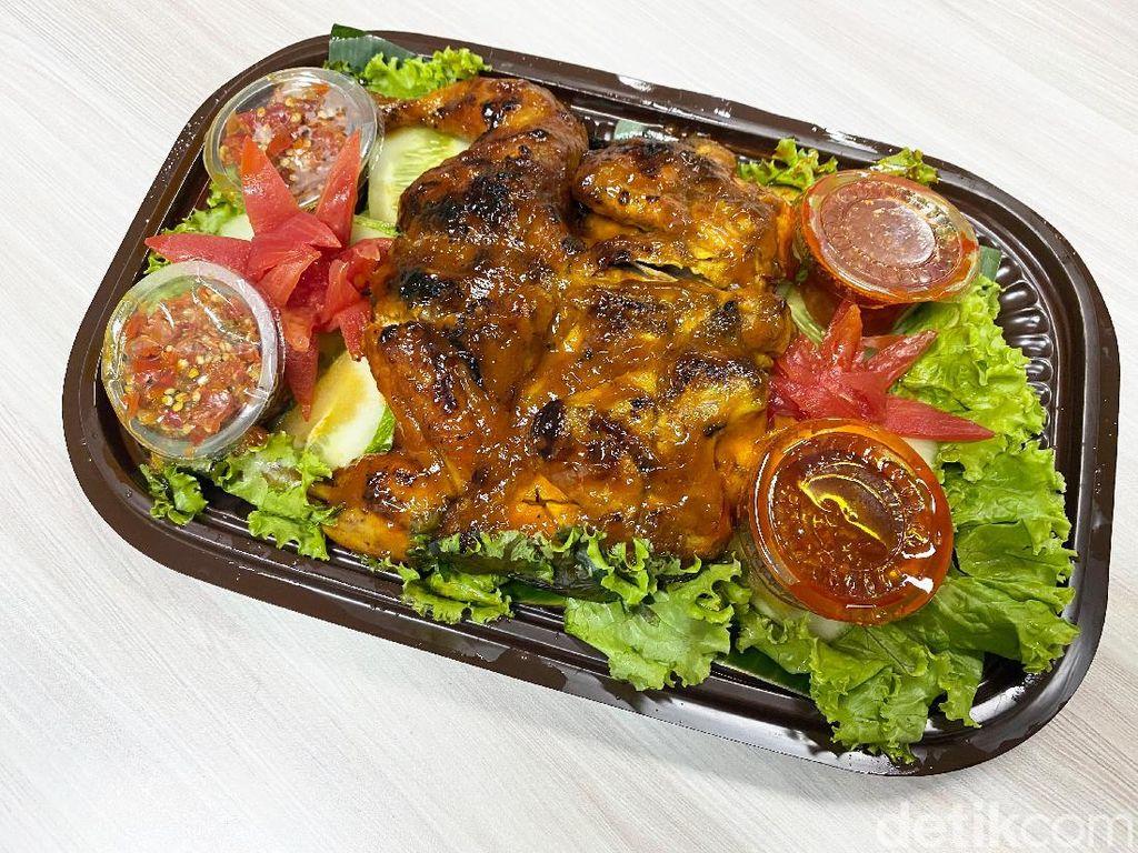 SeeJontor : Huaah! Enaknya Ayam Bakar  Sambal Super Pedas di Kantin DPR