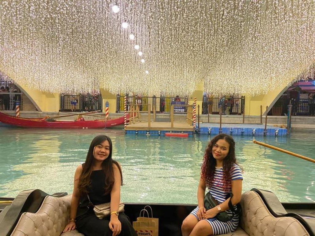 Serunya Naik Gondola ala Venesia tapi di Manila