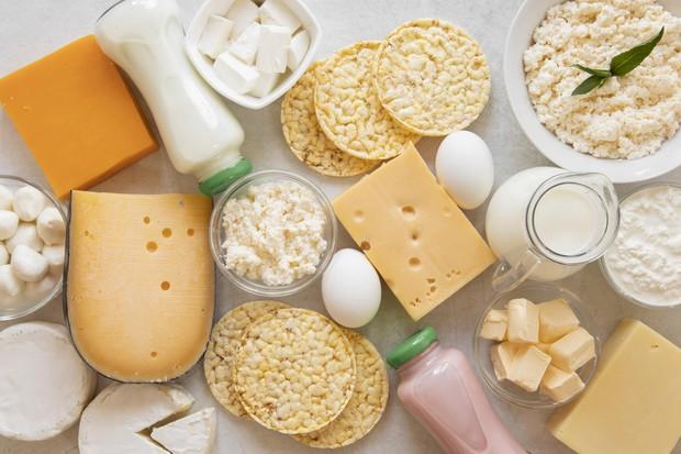 Produk-produk olahan susu, seperti keju dan mentega