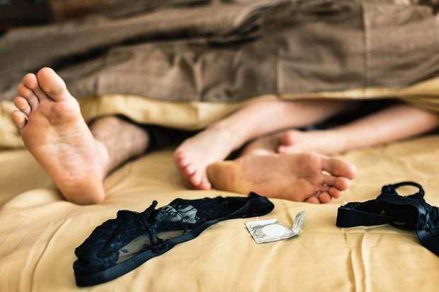 Beberapa wanita berpikir bahwa mereka perlu membersihkan bagian dalam vagina setelah berhubungan seks dengan air atau cairan yang sudah dikemas sebelumnya.
