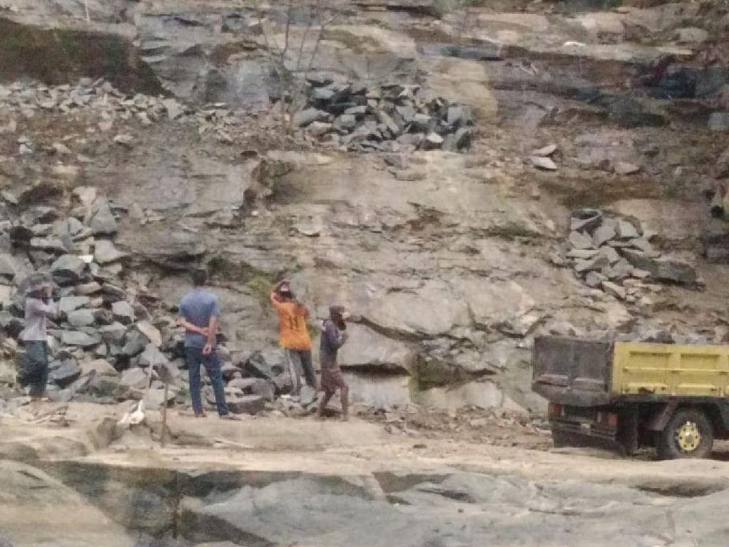 Aktivitas Tambang Batu di Cagar Alam Geopark Ciletuh Tak Berizin