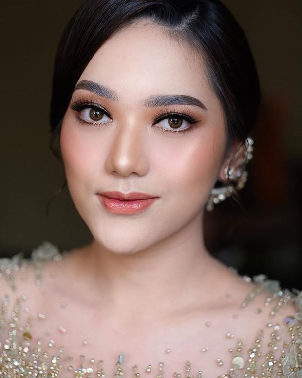Makeup flawless Nabila Gardena saat Lamaran.