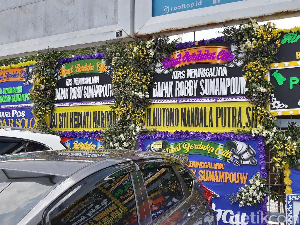 Deretan Karangan Bunga untuk Robby Sumampow, dari Tommy hingga Erick Thohir