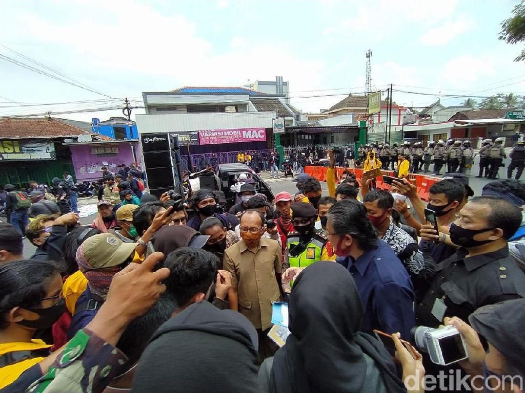 Demo #MagelangBergerak2 Tolak Omnibus Law Bubar, Massa Bersih-bersih