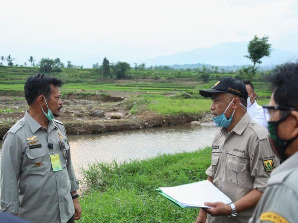Mentan Siapkan 3 Agenda Bantu Petani Korban Banjir Bandang Sukabumi