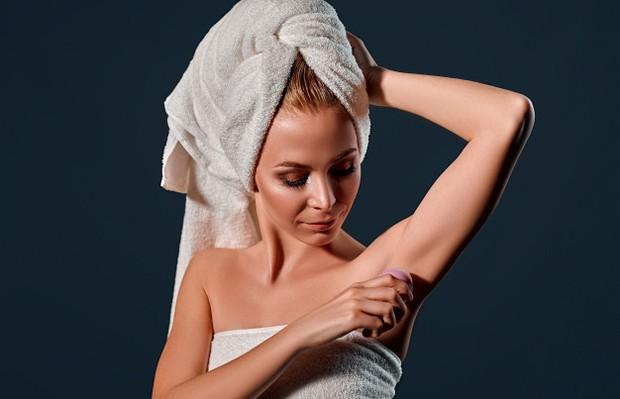 Sebagian orang mungkin khawatir untuk mengoleskan deodoran terlalu banyak. Sehingga, mereka enggak menggunakan deodoran secara menyeluruh.