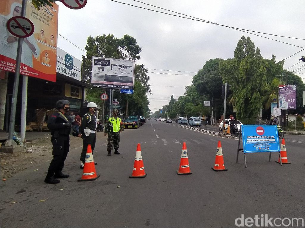 Batasi Aktivitas Warga, Pemkot Cirebon Buka Tutup Jalan di 9 Titik