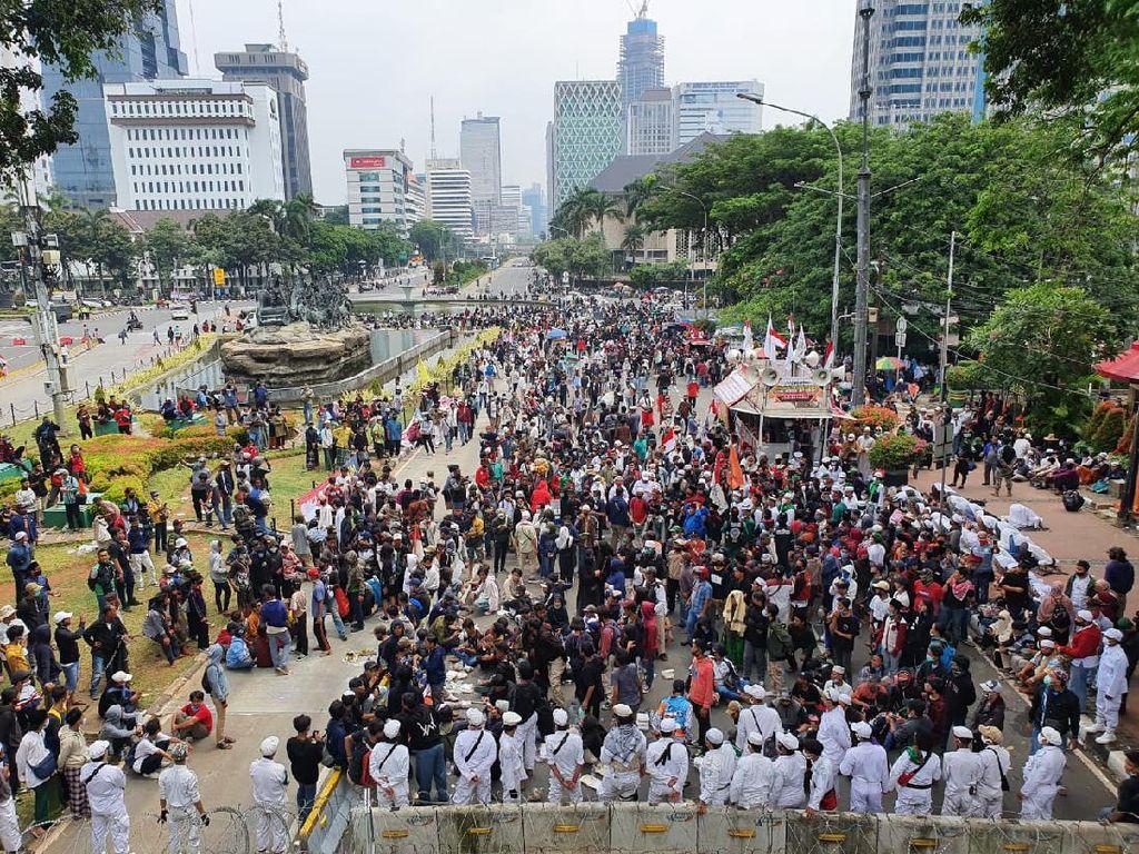 Penampakan Massa Demo PA 212 dkk di Patung Kuda Pukul 12.30 WIB