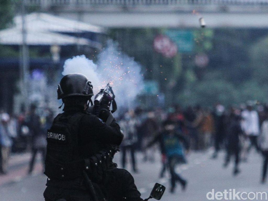 Update Per Pukul 19.30 WIB: Aksi Mereda, Massa Terpusat di Jatibaru Jakpus