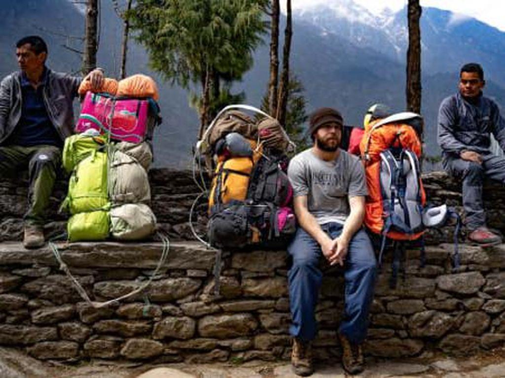 Amerika Serikat Pertama yang Jadi Porter di Gunung Everest
