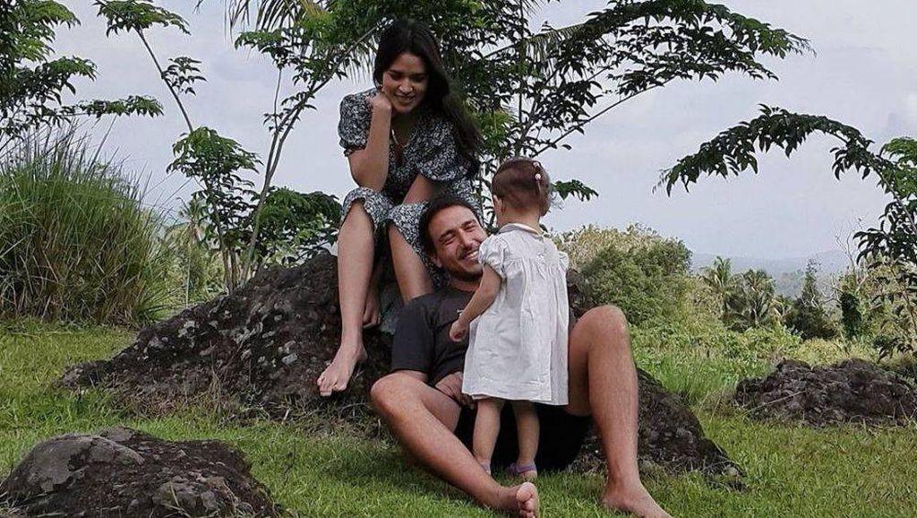 8 Foto Liburan Raisa & Hamish di Magelang, Wajah Bule Anaknya Jadi Sorotan