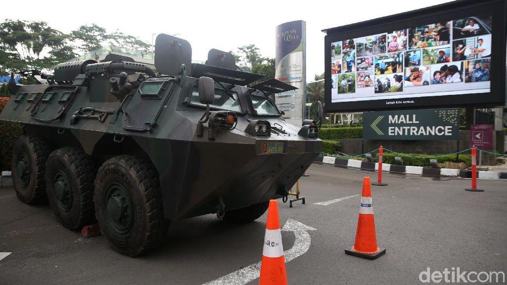 Ada Demo, Rantis Andalan TNI Siaga di Pusat Perbelanjaan Ibu Kota