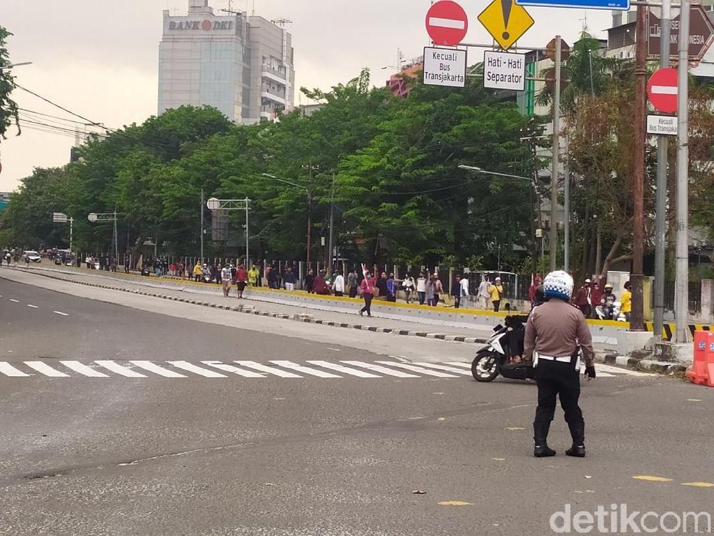 Sekelompok Pemuda Berdatangan Lewat Simpang Harmoni, Polisi Berjaga-jaga
